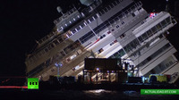 Costa Concordia, Esta saliendo a la superficie.   Miralo en vivo ACA  http://actualidad.rt.com/on_air/598