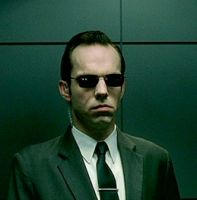 #CumploElMismoDiaQue Hugo Weaving